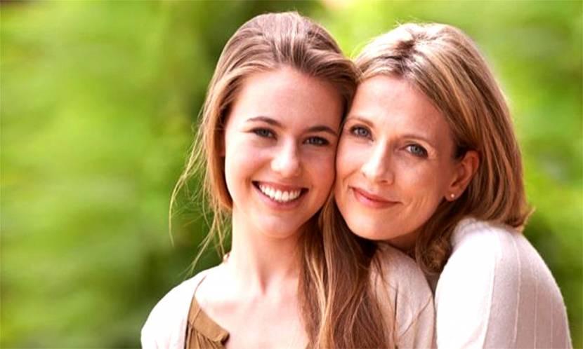 Annelerin Kızlarını Regl Hakkında Bilgilendirirken Dikkat Etmesi Gerekenler!